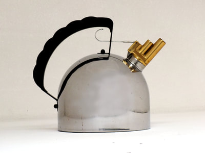 officina alessi design richard sapper  Melodic Kettle bollitore  (1)